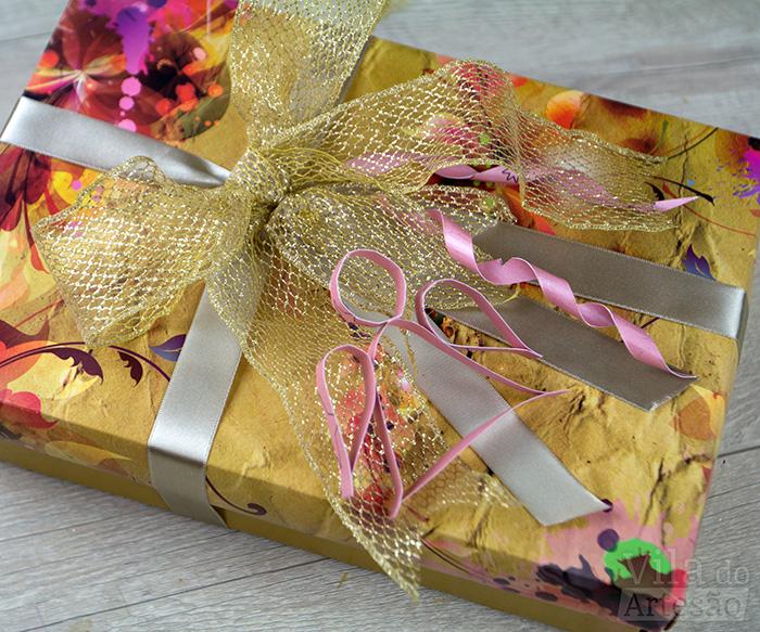 Fure e decore os pacotes de presente