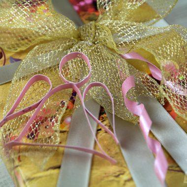 Anjo de tiras de papel transformam o presente