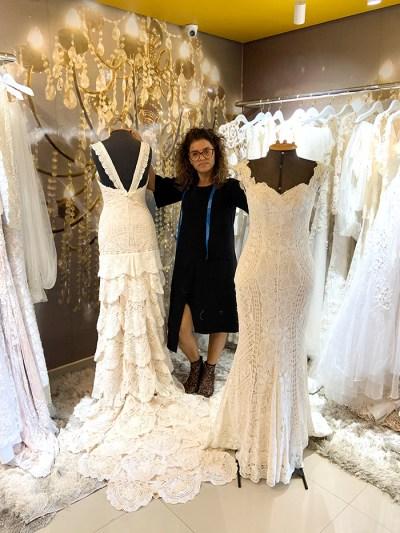 Ley Lopes entre suas criações de alta costura com renda