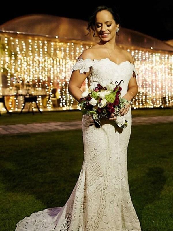 Noiva em elegante vestido de renascença, criação de Ley Lopes alta costura