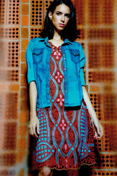 Vestido casual curto em renda renascença colorida