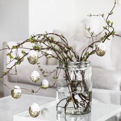 Árvore de ovos com brilho do glitter