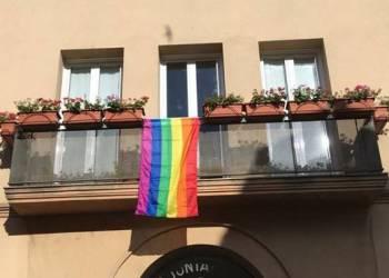 Bandera LGTBI ajuntament 2017 web