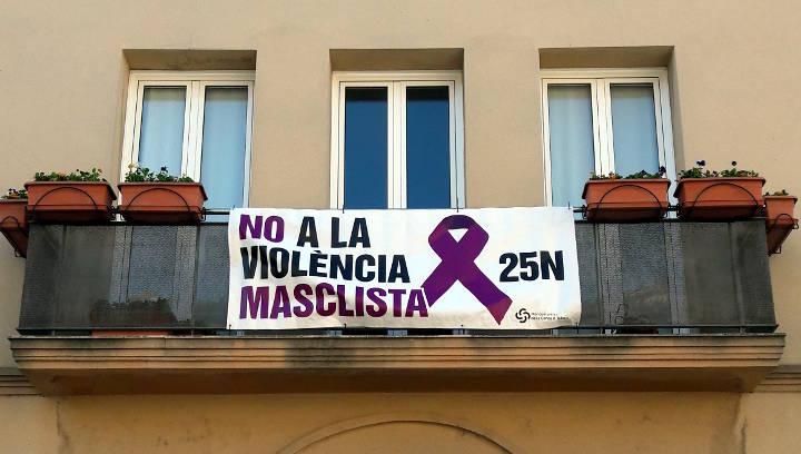façana ajuntament contra violencia masclista 17-v2