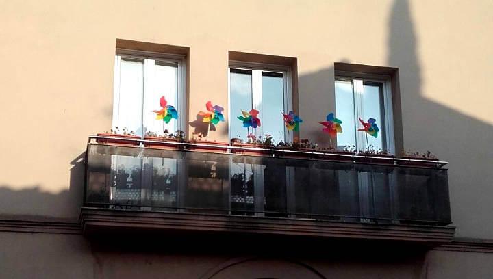 façana amb molinets-720