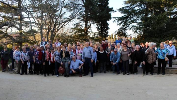 Imatge de grup de la calçotada dels avis a Tordera març de 2019