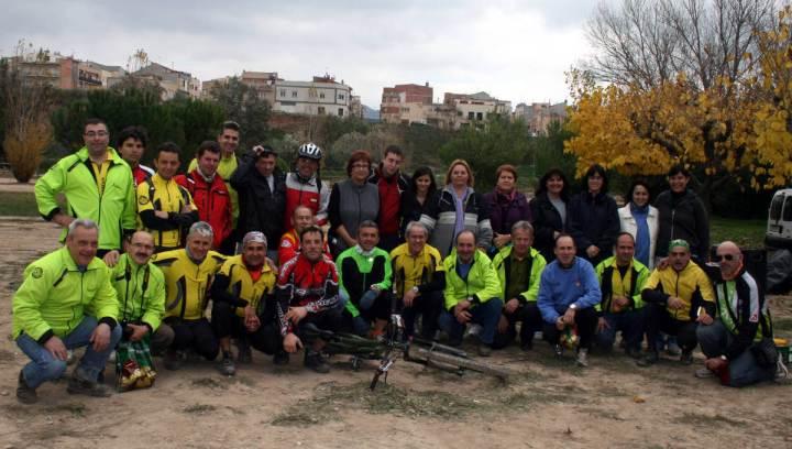 Pere amb la penya cilcista de Vilanova de cami organitzacio marato tv3 2010