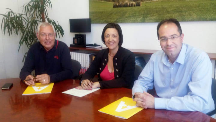 Signatura contracte amb Isidre Rosich
