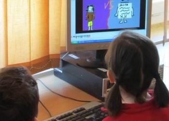 Curs escolar a casa imatge generica