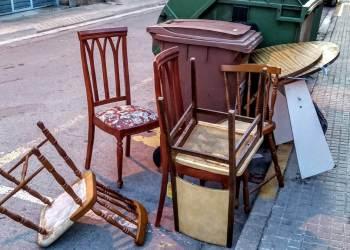 voluminosos cadires, escombraries contenidor-1