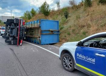 Accident camio rotonda Centre Innovacio Anoia