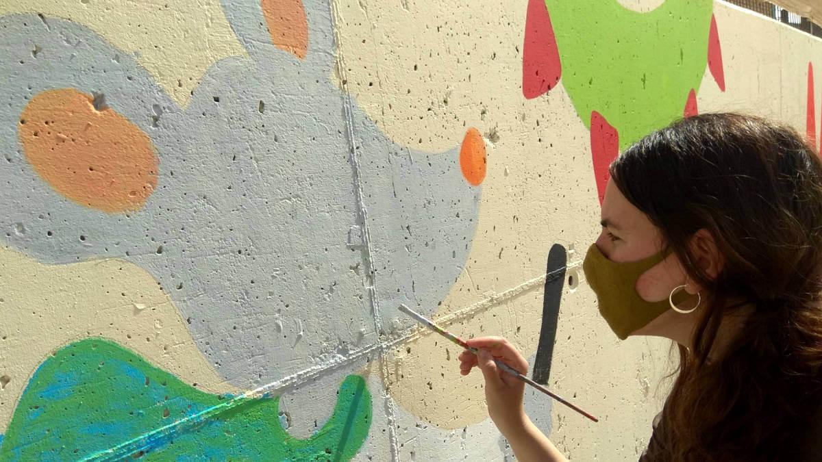 Mural pati Joan Maragall de l'artista Elisabet Serra (1)