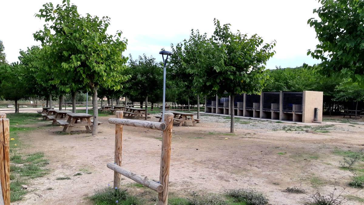 zona barbacoes parc fluvial 3