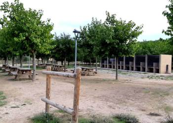 zona barbacoes parc fluvial 3