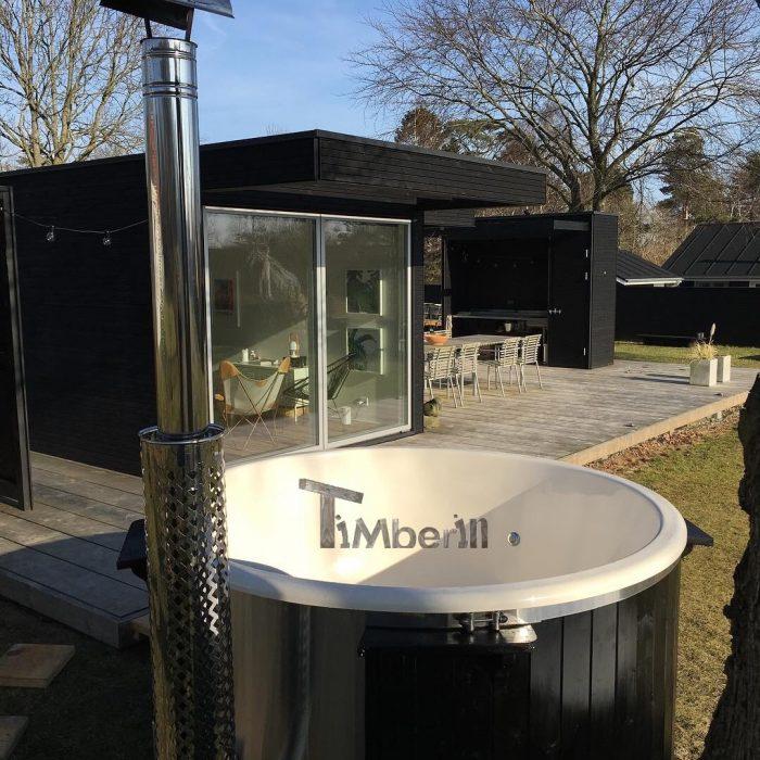 Vildmarksbad I Glasfiber Gran, Lærk Med Integreret Ovn Wellness Deluxe, Lars, Saksild, Danmark (4)