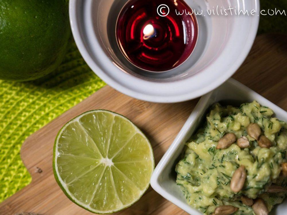 Парти хапки с мус от авокадо и любов