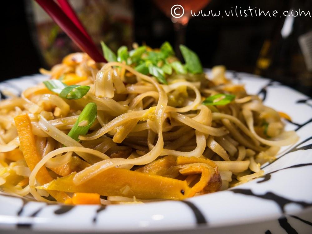 Оризови спагети с моркови и тиквички