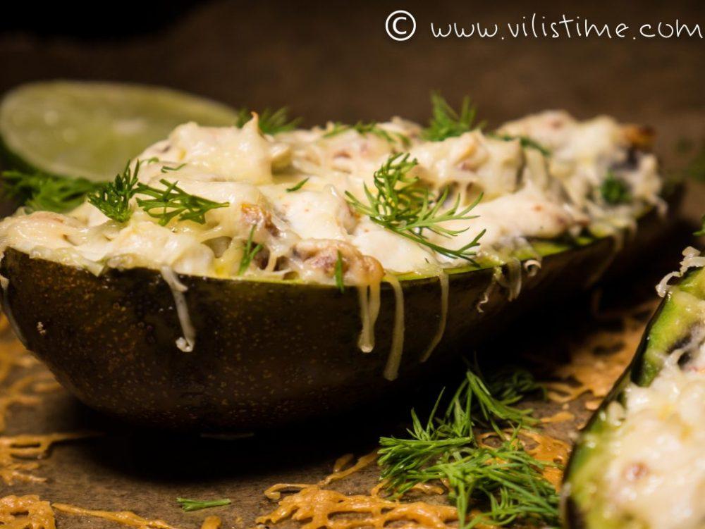Авокадо с крема сирене, сушени домати и чедър