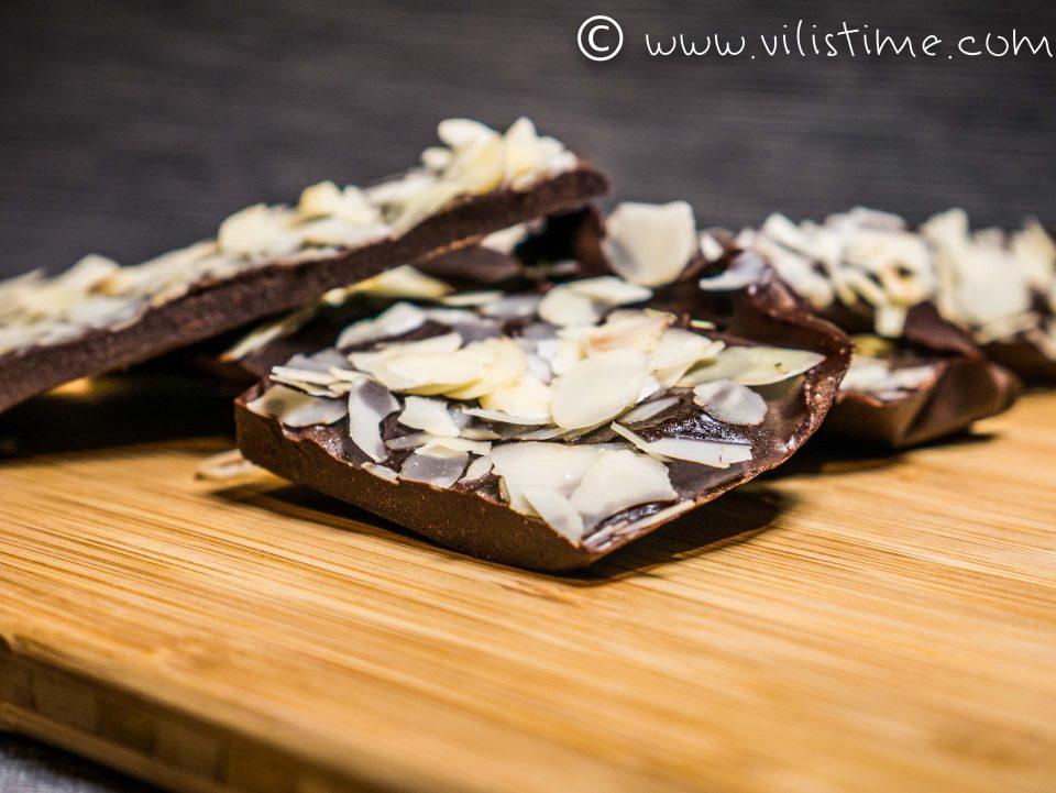 Шоколадов каприз с филирани бадеми