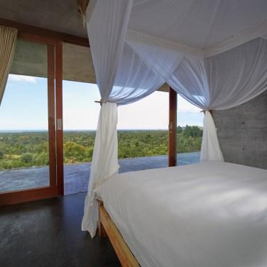 villa-arun-bali-bedroom-master-03