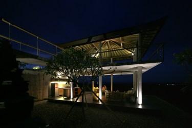 villa-arun-bali-gazebo-at-night-01