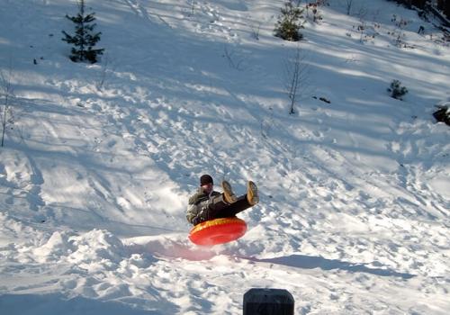 Von unserer Ferienwohnung zum Schneevergnügen