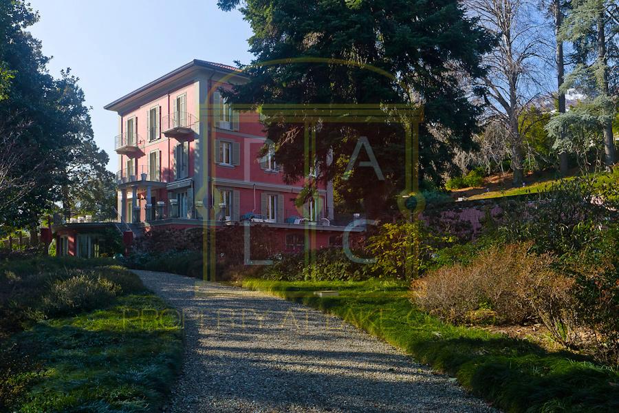 Luxurious Italian Villa for Sale at Lake Como