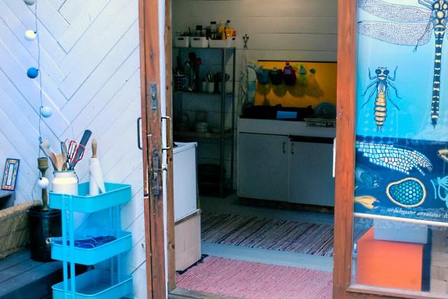 Väliaikainen keittiö vanhassa varastossa