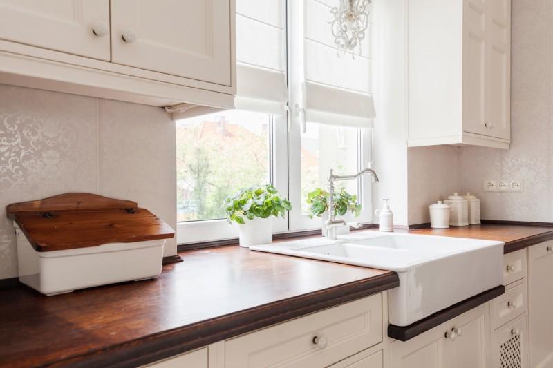 stylowa biała kuchnia dodatki