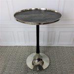 nowoczesny niklowany stolik boczny
