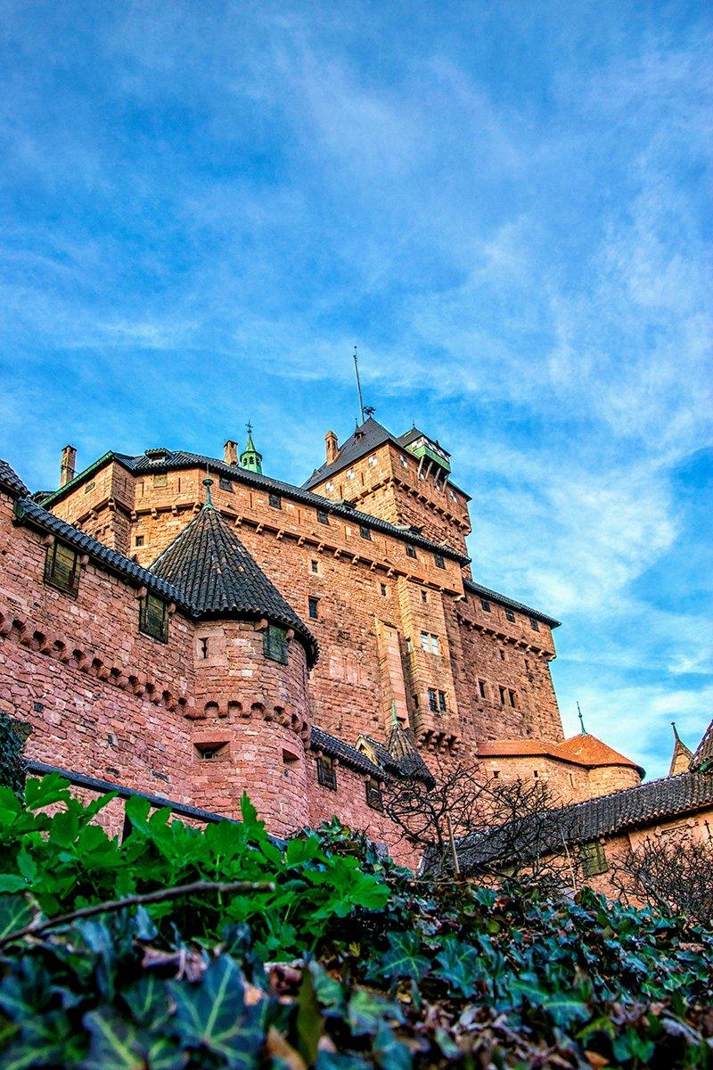 Beau ciel bleu sur le Haut-Koenigsbourg