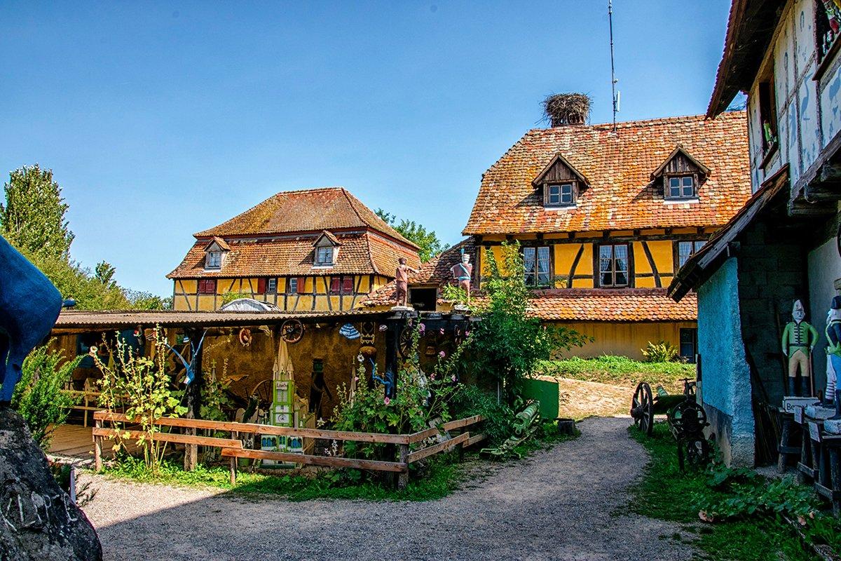 Deux maisons jaunes