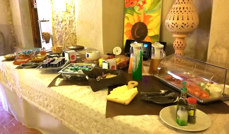Su richiesta colazione continentale