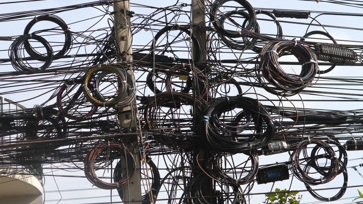 曼谷政府決心改善全市滿布架空電纜的亂象,他們會成功嗎?