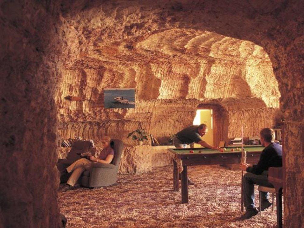 在澳洲沙漠上的小鎮庫伯佩迪(Coober Pedy)地下別有洞天,既可避暑,也是寶庫…