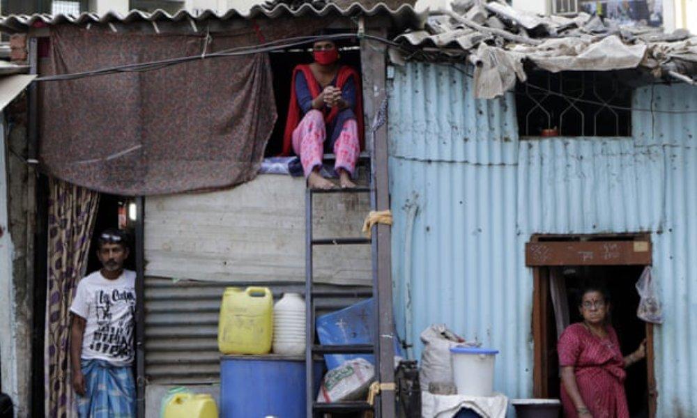 在印度孟買市中心的達拉維,是亞洲最大的貧民窟。疫情迫近,百萬計居民如何應對?