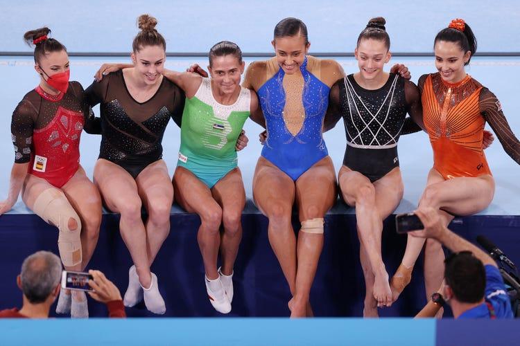 丘索維金娜與參與本屆奧運的運動員合照。
