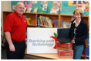 Last year's (2008) Grand Prize Story Contest winner Carolyn Logan-Estey (Crescent Park Elementary) and CDW Canada's JD Hupp