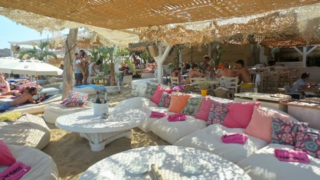 The cozy restaurant on Panormos beach