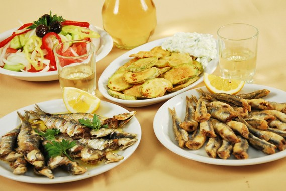Taste excellent sea food in a Greek island!