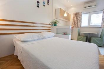Bed in studio 1