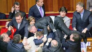 """E poi ci lamentiamo se in parlamento si """"scannano""""?"""