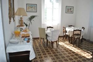 Sala colazioni ampia e ben illuminata