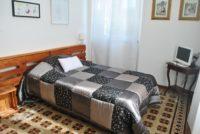 Camera singola con letto alla francese e bagno in camera