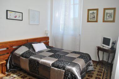 Camera singola letto alla francese e bagno in camera