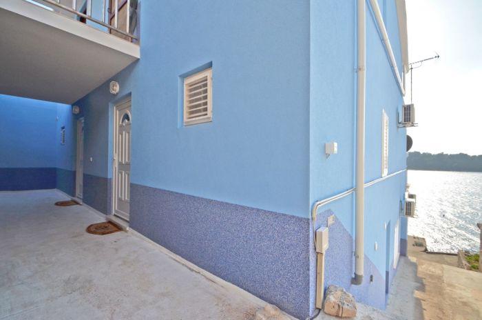 karbuni korcula villa tomislav house side 01