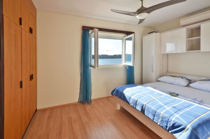 villa-tomislav-apartment1-bedroom1-02