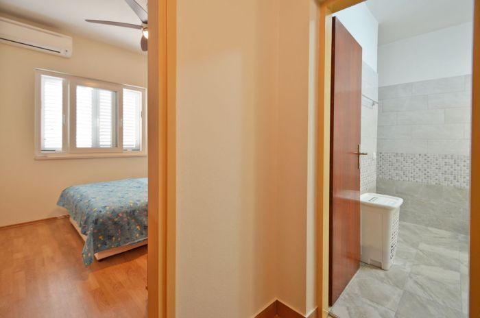 villa tomislav apartment1 hallway 01