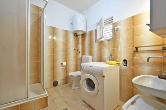 villa tomislav apartment2 bathroom 01