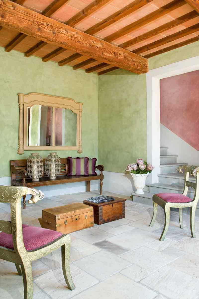 Stile orientale sulle colline fiorentine